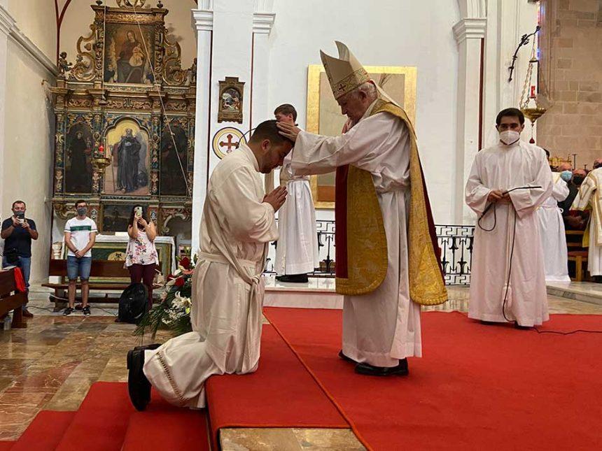 FERNANDO JESÚS BAYÓN, RECIBE EL MINISTERIO DEL PRESBITERADO